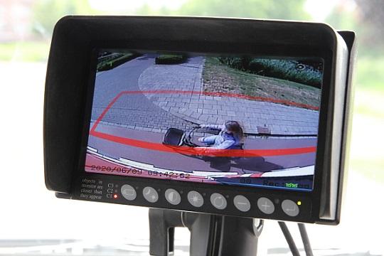 Ecran detection pieton radar recul angle mort poids lourd semi remorque SideEye orlaco